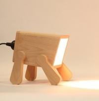 פרנק היא מנורת שולחן בהשראת