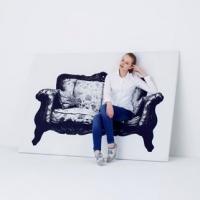 כורסא בתמונה של הסטודיו היפני YOY