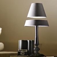 מנורת שולחן אלגנטית המרחפת
