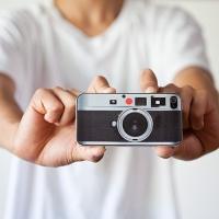 כיסוי מגן לאייפון בעיצוב של מצלמת לייקה