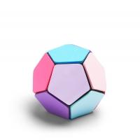 מוכנים למונדיאל? כדורגל עשוי מ 12 פאות של פתקים דביקים בצבעים שונים. נהדר לסיעור מוחות במשרד