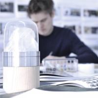 המעצב מקס שמידט מטפל בתפיסה יצירתית של מדידת זמן