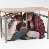 שולחן מגן מפני רעידות אדמה